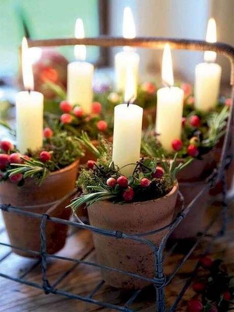 13. As velas acrescentam um toque acolhedor na sua decoração natalina – Foto: Pinterest