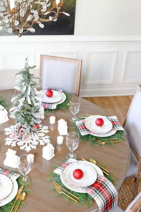 7. Arranjos de mesa de natal de árvore com frutas – Por: Sand And Sisal