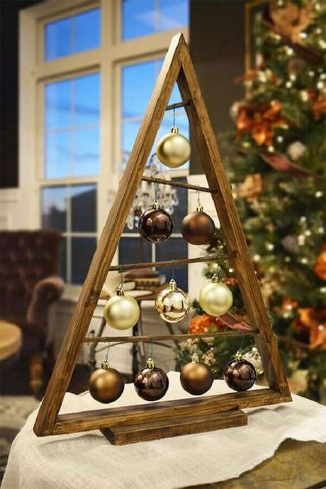 22. Árvore de madeira diferente para decoração natalina simples – Foto: Etsy