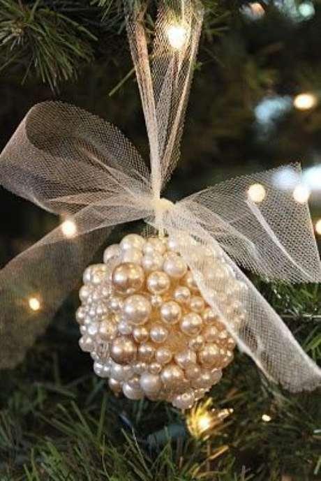 71. Miçangas são ótimas para compor as bolas de natal. Foto: Pinterest