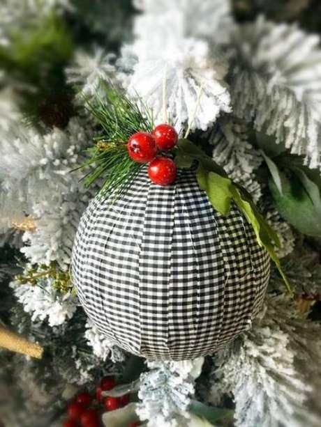 75. Tecidos também são perfeitos para revestir bolas de Natal. Foto: Pinterest