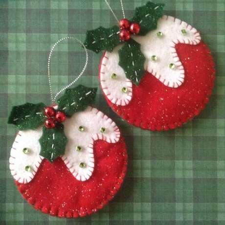 80. Você pode fazer suas bolas de natal apenas com tecidos. Foto: Pinterest
