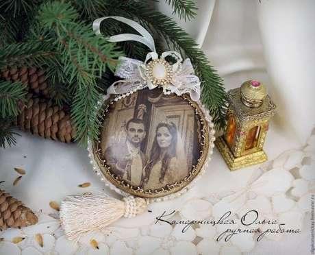 58. Bolas de natal com foto antiga. Foto de Live Master