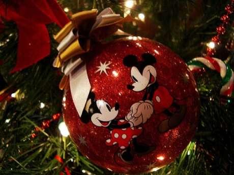 45. Bolas de natal com tema do Mickey e da Minnie