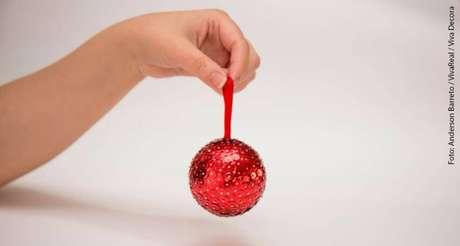 1. Faça você mesmo suas bolas de natal com lantejoulas!