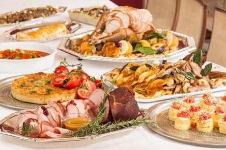 8. Ceia de natal com pratos variados – Por: Dica de Mãe