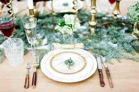 13. Decoração de mesa de natal – Por: Bloved Blog