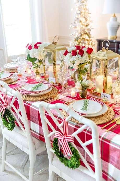16. Decoração de mesa de natal com toalha xadrez – Por: Pinterest