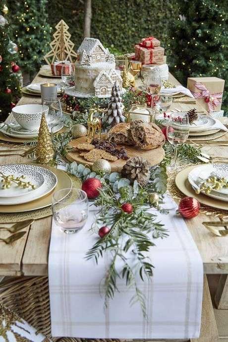 1. Decoração de mesa de natal completa para o feriado – Por: Decorated Life
