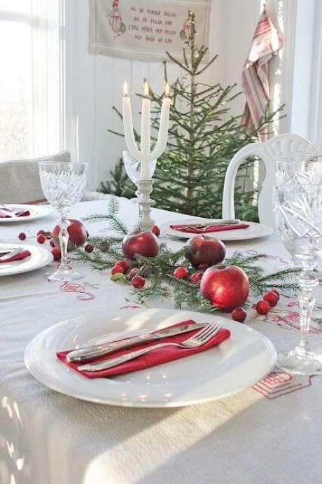 22. Mesa decorada com frutas vermelhas – Por: Home Decoration Interior Design Ideas