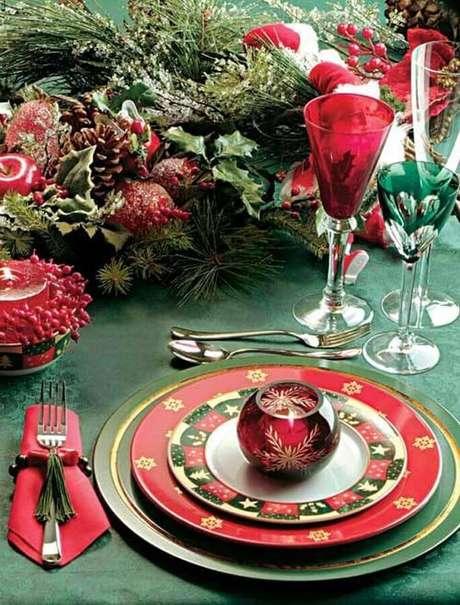 33. Aproveite para usar suas louças especiais na decoração de mesa natalina – Foto: Pinterest