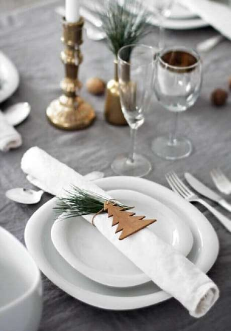 34. Decoração de mesa natalina moderna – Foto: Renata Noronha
