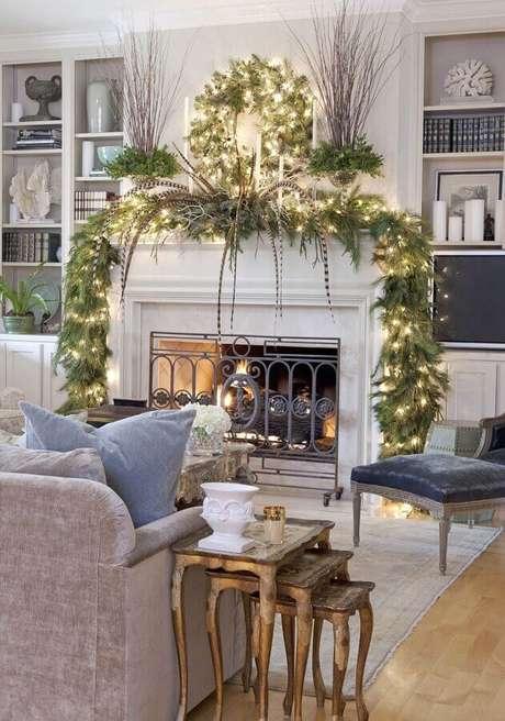 38. Decoração de Natal para sala com lareira – Foto: Pinterest