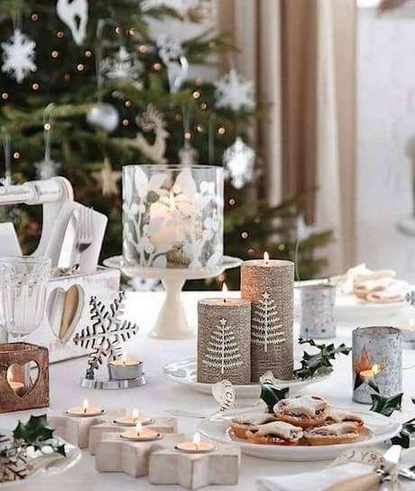 99. Detalhes da mesa de natal com velas – Por: Table Covers Depot