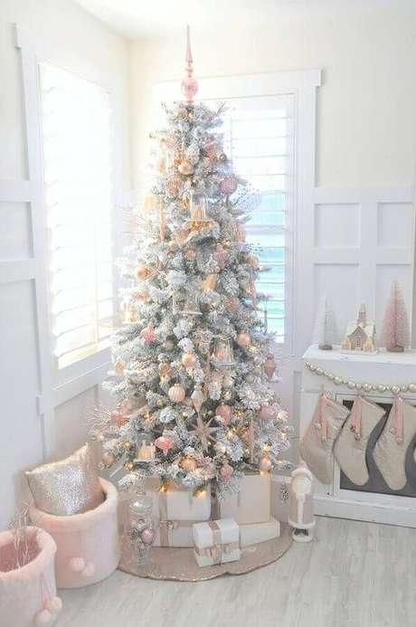 42. Delicada decoração natalina para árvore branca – Foto: My Hand Book