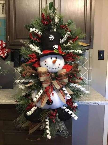 49. Decoração natalina com boneco de neve em guirlanda diferente – Foto: Etsy