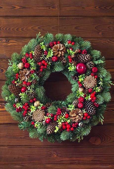 52. Modelo clássico de guirlanda para decoração de Natal – Foto: Ideias Decor