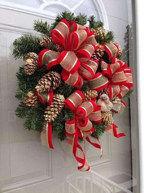 57. Decoração natalina para casas com guirlanda na porta – Foto: Etsy