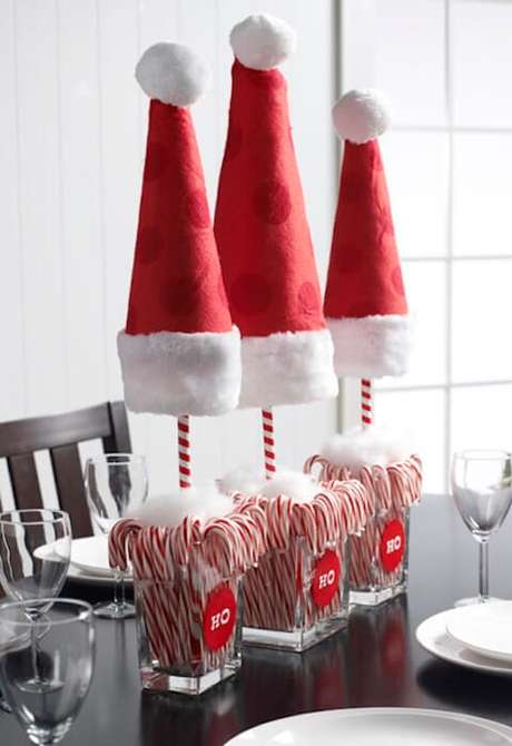 26. Decoração simples com doces para mesa de ceia de natal – Por: Christmas
