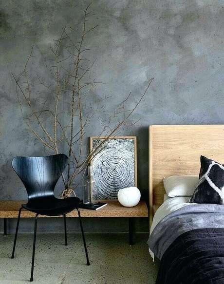 1. Quarto com móveis de madeira e parede de cimento queimado. Fonte: Pinterest