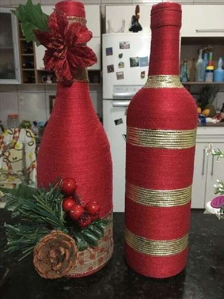 79. Modelos simples de garrafas decoradas natalinas – Foto: Pinosy