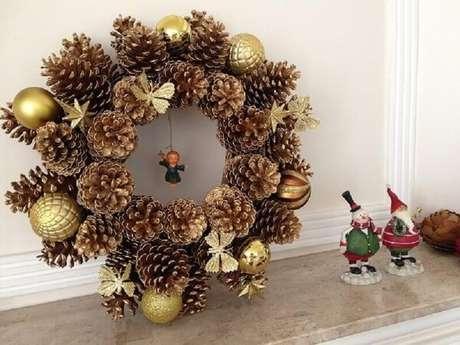 82. A guirlanda também serve para ser usada em outros espaços para a decoração natalina – Foto: Pinterest