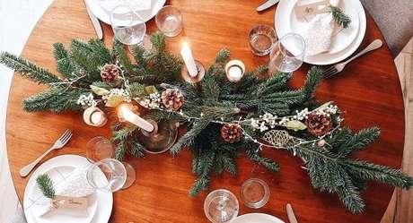 44. Centro de mesa natal simples e linda – Por: Michael Andrew
