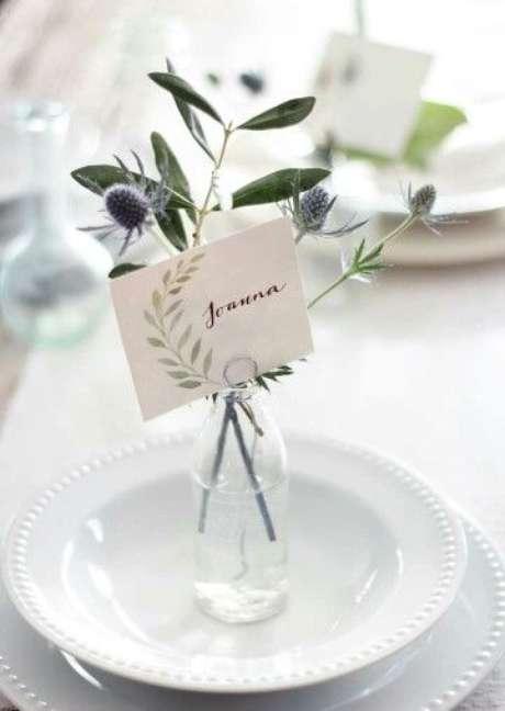 48. As flores da mesa de natal podem ser entregues como uma lembrancinha do dia especial – Por: Pinterest