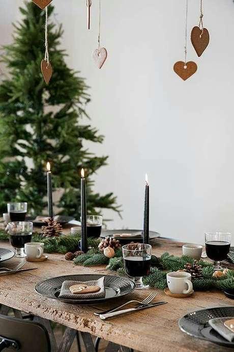 54. A decoração da mesa de natal também pode ser simples – Por: Pinterest
