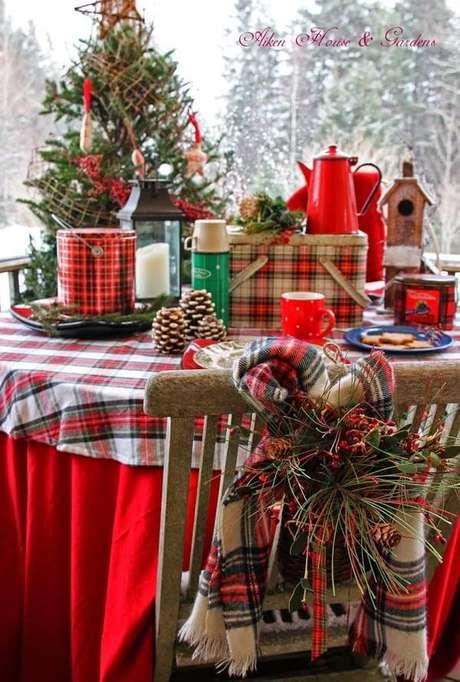 57. O vermelho é a melhor cor para usar na mesa de natal – Por: Xadrez Christmas