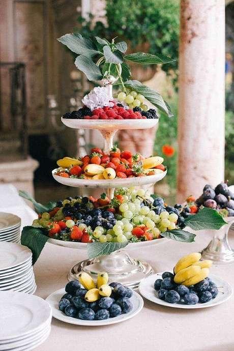 59. Mesa de natal decorada com frutas – Por: Asset Project