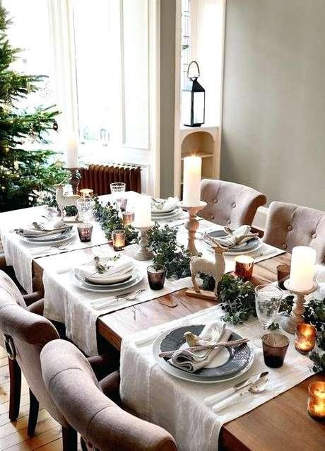 72. A sala clássica também fica linda com a mesa de natal decorada – Por: Pasionagil