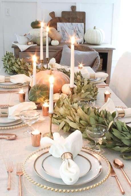 75. Mesa de natal decorada com frutas e plantas – Por: Brin By the Baby
