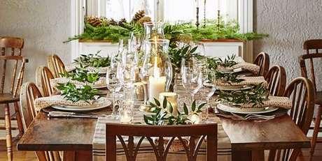 79. Mesa de natal com velas e taças – Por: Pinterest