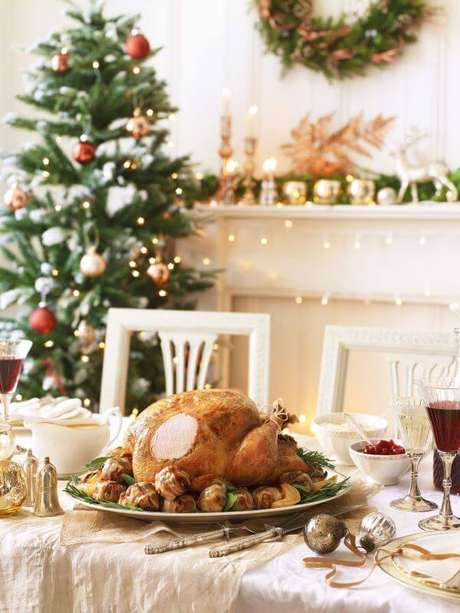 38. Mesa decorada de natal – Por: House Beautiful