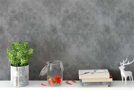 10. Ambiente decorado com papel de parede de cimento queimado. Fonte: BemColar