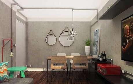 63. Parede de cimento queimado e espelhos adnet decoram a sala integrada. Fonte: Pinterest