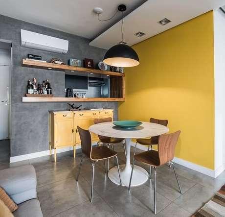 42. Pinte uma parede de cimento queimado e a utra em tom de amarelo. Projeto por Pietro Terlizzi