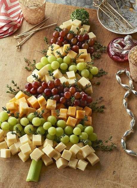 92. Queijos e frutas decorando a mesa de natal – Por: Casa casada