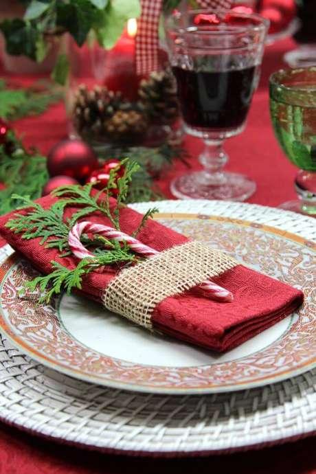 93. Use doces para decorar a mesa de natal – Por: Austic