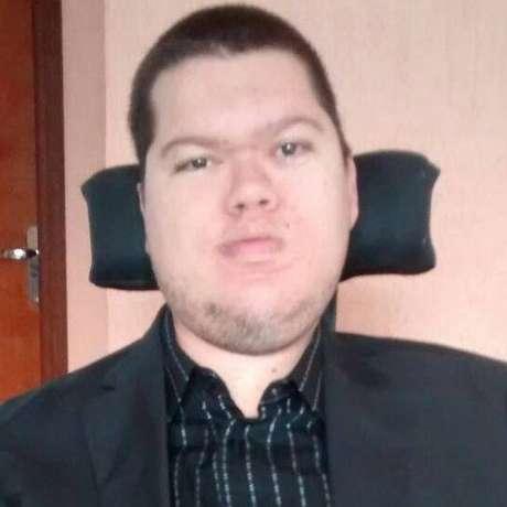 Mobilidade piorou na vida adulta, diz Odair, que sofre com vida social limitada