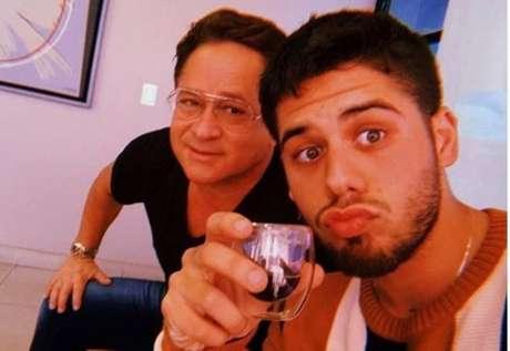 O cantor sertanejo Leonardo e o filho Zé Felipe, que descobriu diagnóstico de espondilite anquilosante.