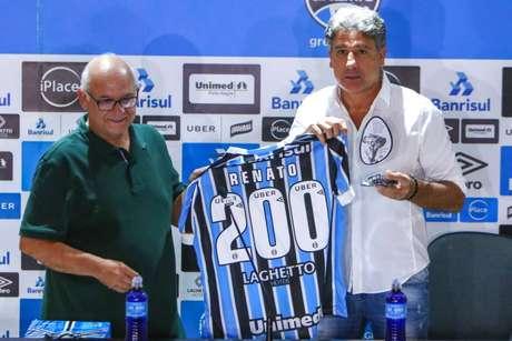 Renato renovou contrato em novembro de 2018 (Foto: LUCAS UEBEL/GREMIO FBPA)