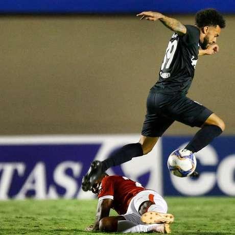 No primeiro turno, o Bragantino venceu o Vila Nova em pleno Serra Dourada (Foto: Reprodução)