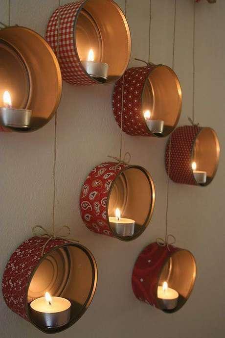 58. Como fazer enfeites de natal com velas de natal e latas. Foto: Dekor Store
