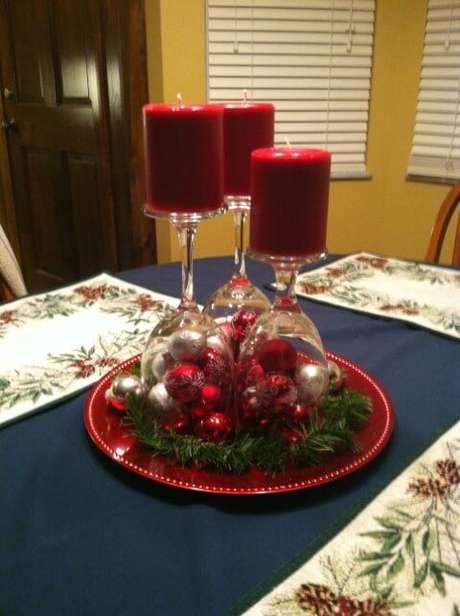 39. Como fazer enfeites de natal com velas vermelhas e taças de vidro. Foto: Pinterest