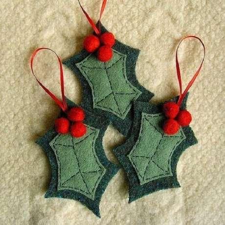 73. Folhas natalinas de feltro para enfeitar a árvore. Fonte: Decorating