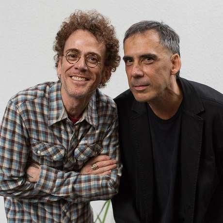 Os dois ex-Titãs Nando Reis e Arnaldo Antunes fazem um rápido reencontro para os dois shows da turnê de Nando, Esse Amor Sem Preconceito