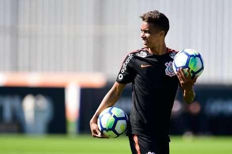 Pedrinho é uma das baixas. Ele não defende o Corinthians contra o Internacional (foto: Fernando Dantas/Gazeta Press)