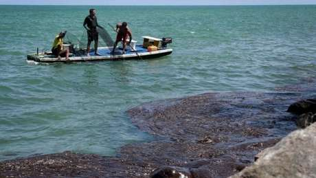 Manchas de óleo no litoral de Pernambuco